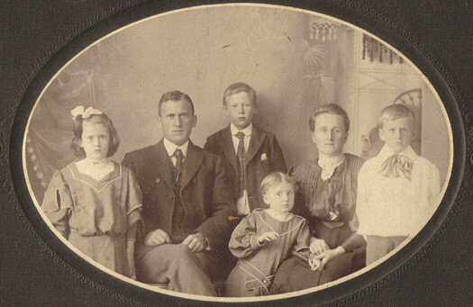 family of Robert Arthur Duncan (1870-1945) and Mary Cullan Munro (1871-1941)