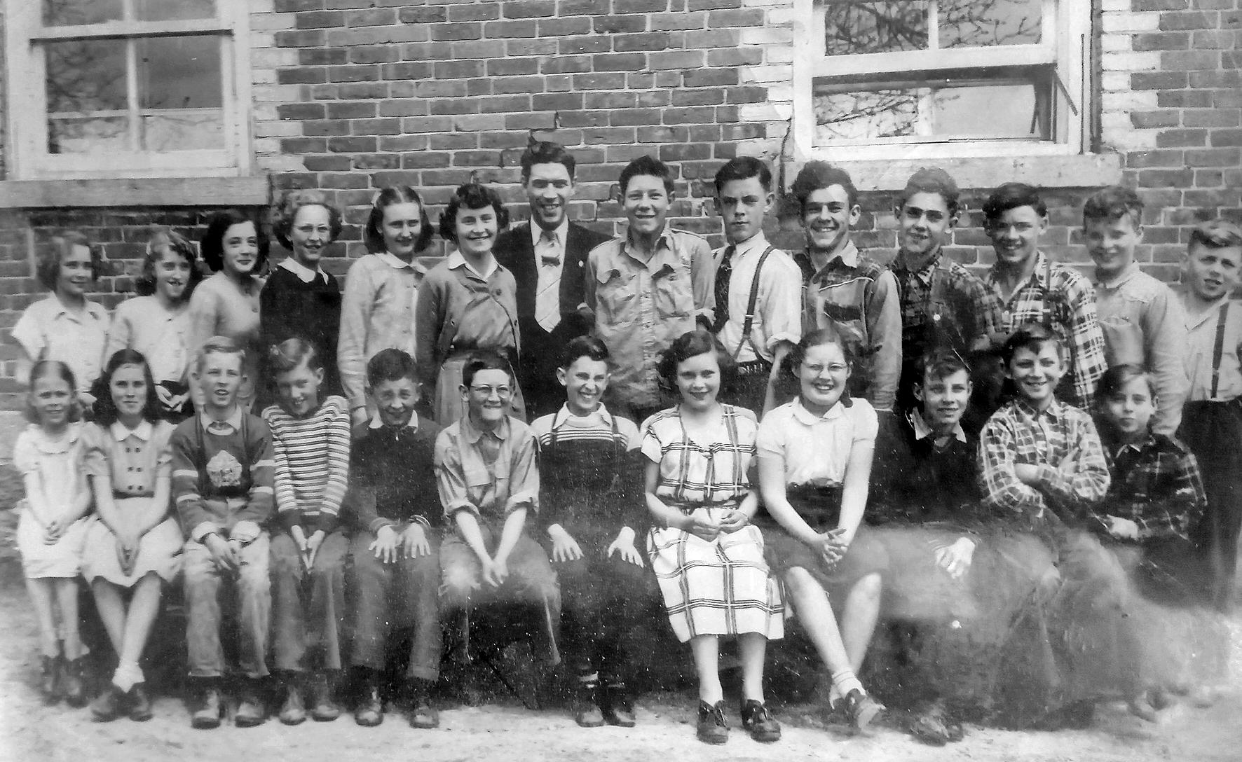 Photograph of school class in Frankville, Ontario, 1951-52