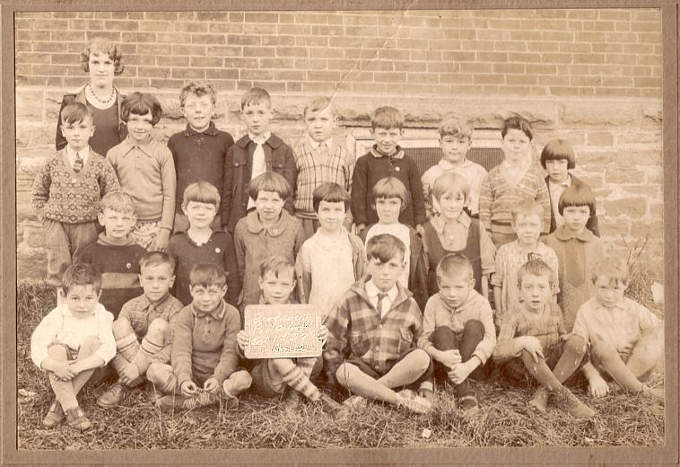 Photo of Iroquois, Ontario Public School class, 1929.