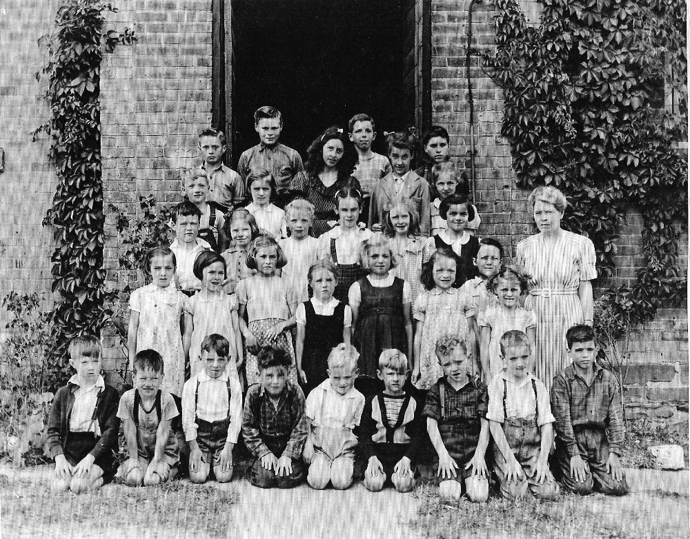 Chinguacousy Township Ontario, S.S. No. 5, 1946 Class Photo