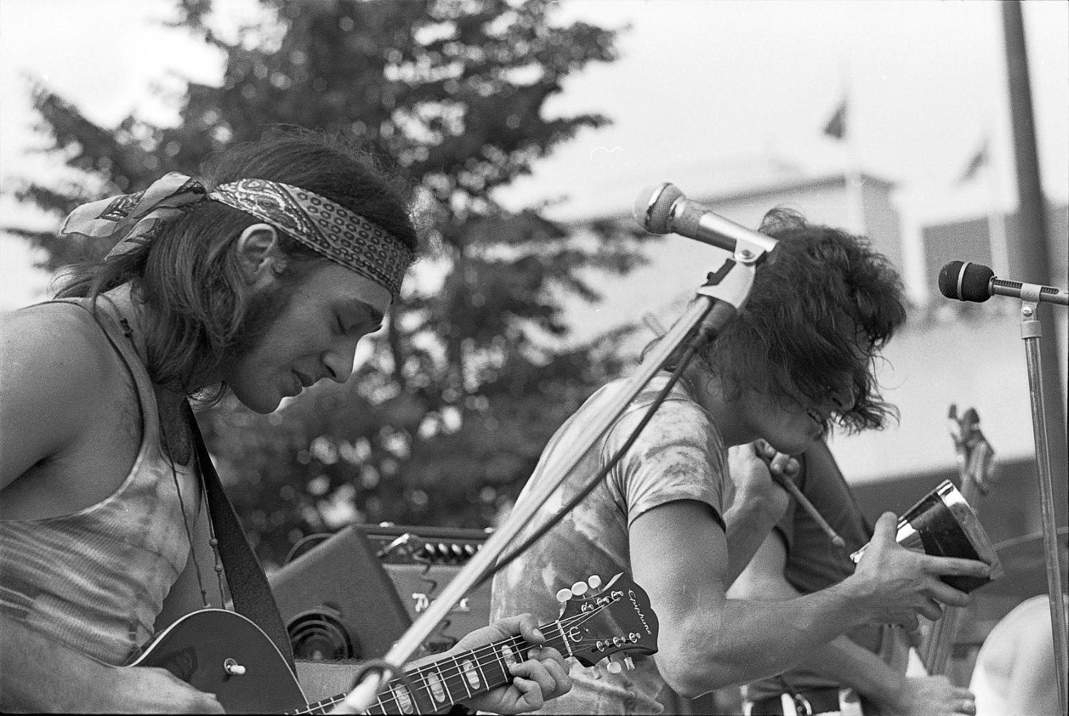 Mudflat, warm-up for Lighthouse Concert at City Hall, Toronto, 1970: Pinky Dauvin & David Moulaison.