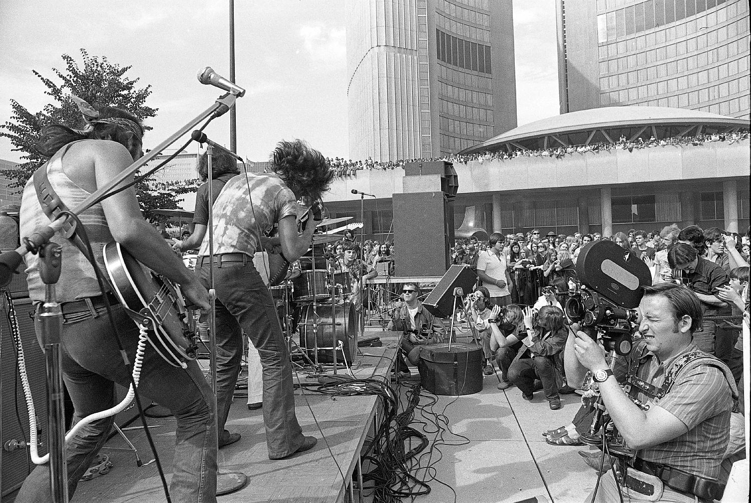 Mudflat, warm-up for Lighthouse Concert at City Hall, Toronto, 1970: Pinky Dauviin & David Moulaison.