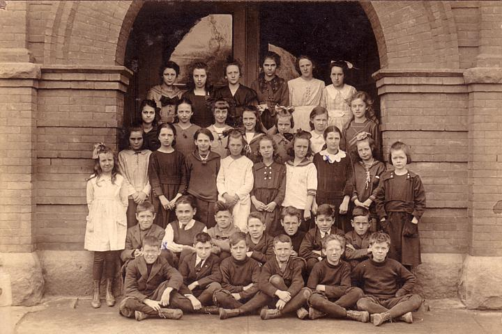 Photo of unknown school class.